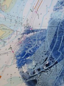 Blauer Akt auf Seekarte II [Detail]